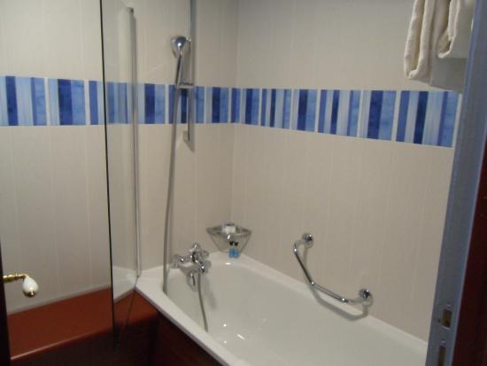 Salle de bains avec baignoire picture of disney 39 s for Hotel avec bain