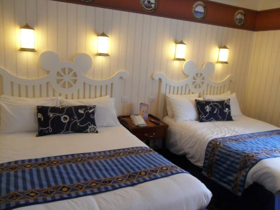 chambre double picture of disney 39 s newport bay club chessy tripadvisor. Black Bedroom Furniture Sets. Home Design Ideas