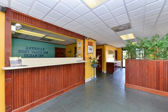 Americas Best Value Inn St. Augustine Beach: Front Desk