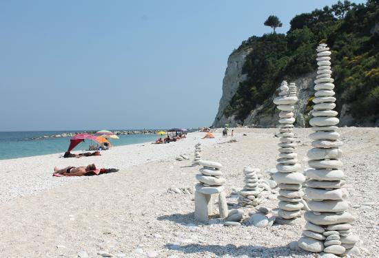 Sirolo, Italie : Sassi Neri pebbles