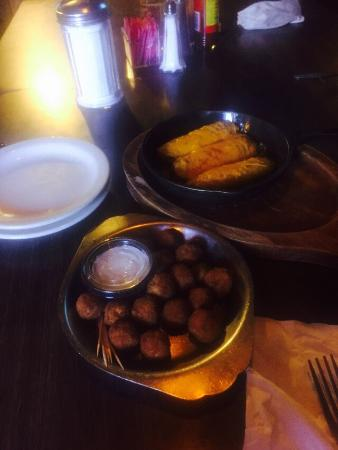 Clark's Outpost Bar-B-Q: Cheese balls and tamales are soooooo good as appetizers.