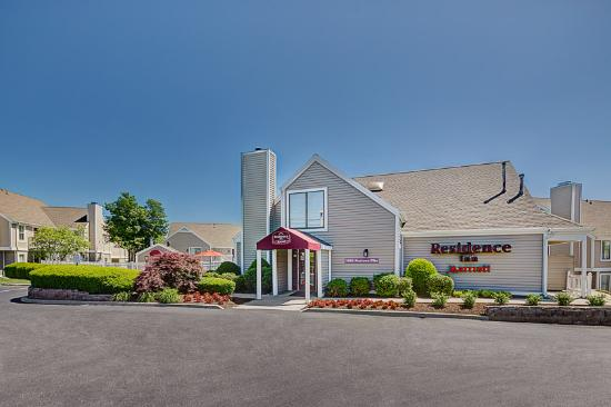 Residence Inn Lexington North: Gatehouse