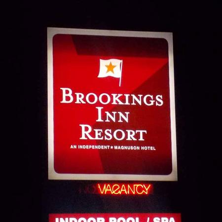 Brookings Inn: Exterior Sign