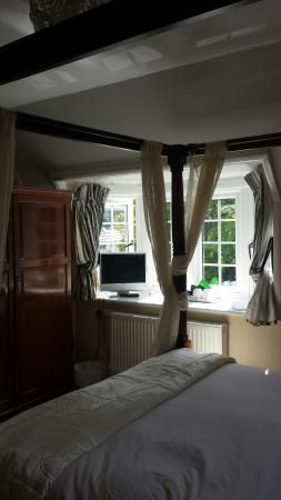 Wayside Cottage, Burley, Room 4, four poster bed