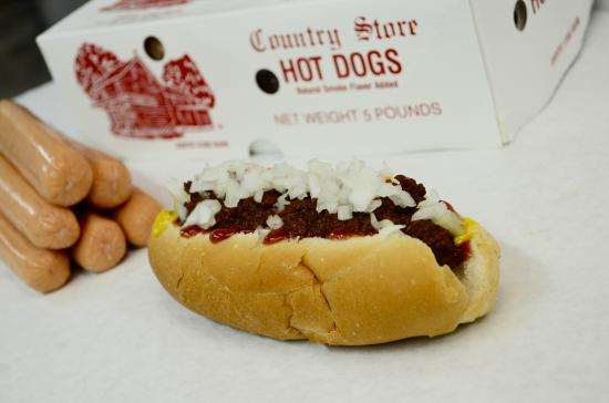 "Tyrone, Pensilvania: Country Store Hot Dogs w/ ""Our Own"" Hot Dog Sauce"