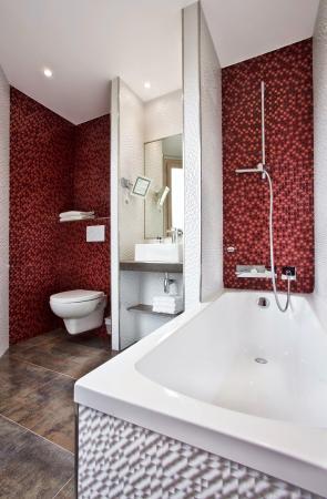 Best Western Le Nouvel Orléans : Bathroom