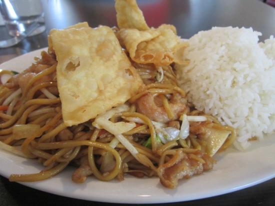 Flo S Chinese Restaurant Lo Mein With Roast Pork