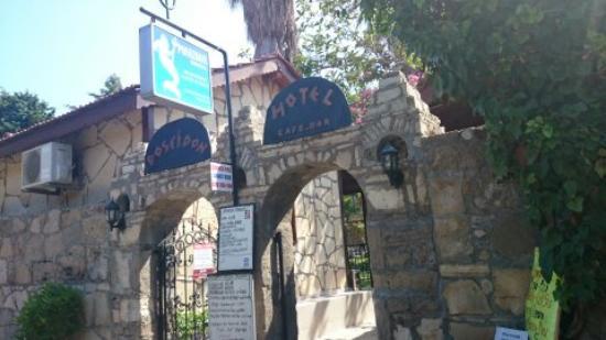 Poseidon Motel: Hotel Entrance