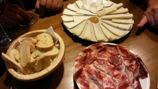 La Reserva Vinoteca & Delicatessen
