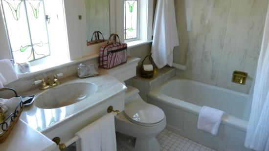 ThistleDown House: Bathroom in Sweet Tibby's