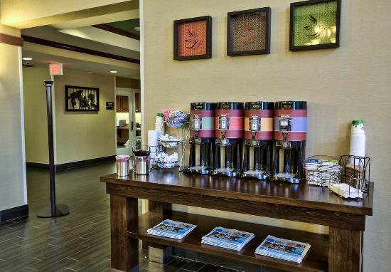 Hampton Inn & Suites Tallahassee I-10 / Thomasville Rd: Coffee Station