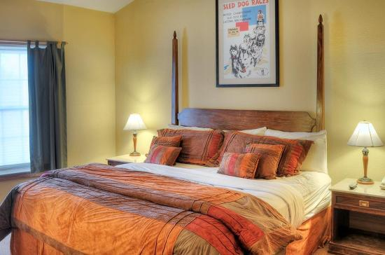 Mountain Edge Resort & Spa at Sunapee: Guest room