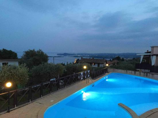 Residence i Vigneti del Garda: pool with view