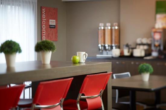 Comfort Inn Val D'Or: Join Us In The Breakfast Room