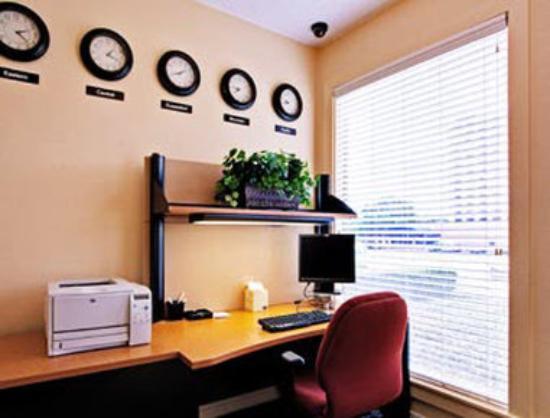 Hawthorn Suites by Wyndham Arlington/dfw South : Business Center