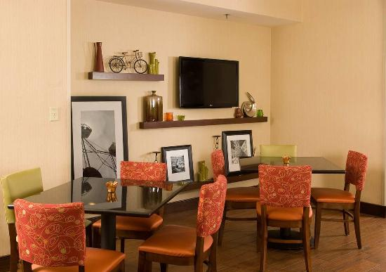 Hampton Inn Orlando-S. Of Universal Studios : Breakfast Area