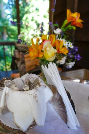 Redwood Croft: Elegant decorations for breakfast