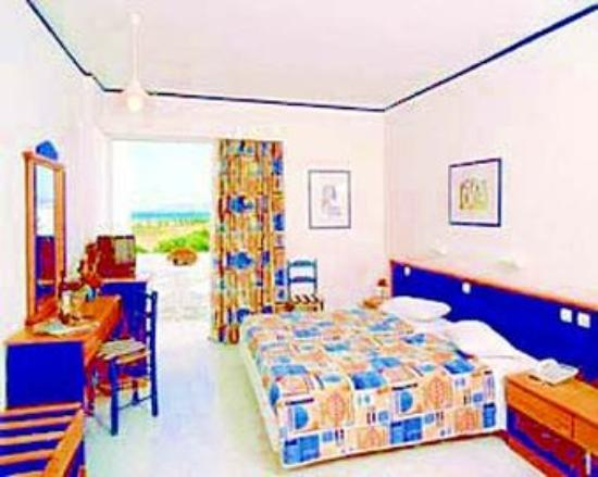 Sandy Beach Hotel & Family Suites: Guest Room