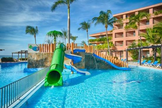 Barcelo huatulco beach resort all inclusive resort for Barcelo paris hotels