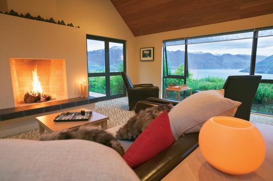 Azur : Guest Lounge Main Lodge