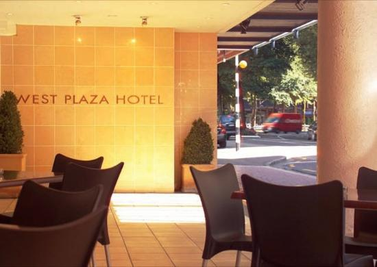 West Plaza Hotel: Outside