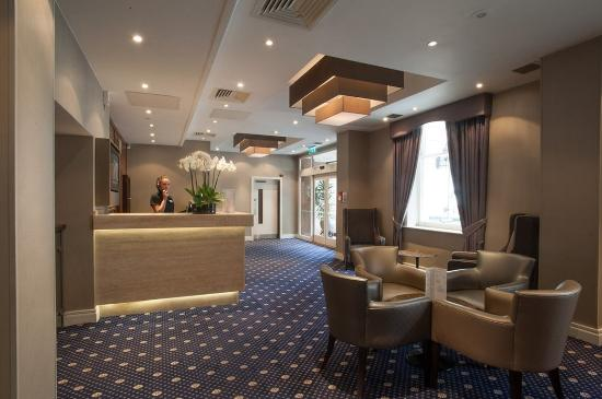 The Norfolk Towers Hotel: Reception