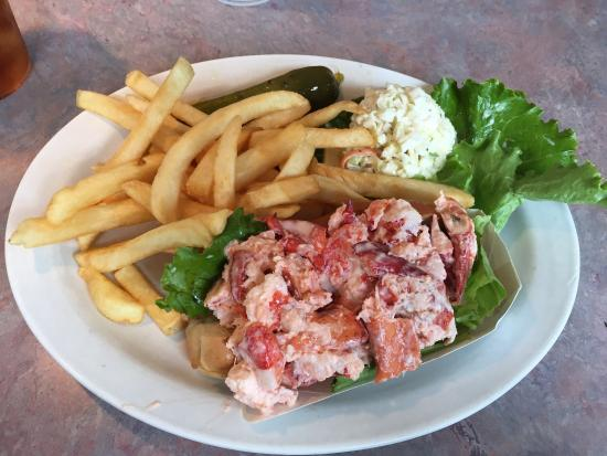 The Commons Lunch: Grabbed lunch with a friend. I had the lobster roll and he had the friend clam roll - both were