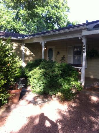 Lillie Marlene, A Fredericksburg, Texas Guesthouse: Front of Lillie Marlene B&B