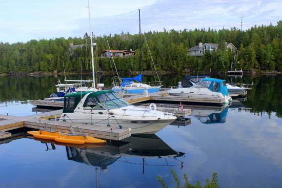 Big Tub Harbour Resort: Right behind the inn