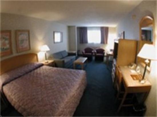 Floral Park Motor Lodge: Suite