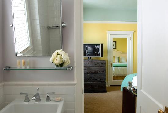 Hotel deLuxe: Bathroom