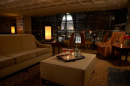 Madison Concourse Hotel and Governor's Club: Governor's Club Lounge