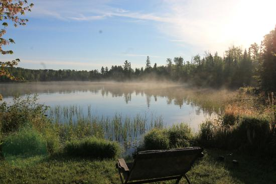 Blue Heron Bed & Breakfast : Morning fog on Farm Lake