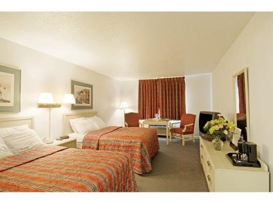 America's Best Value Inn Sandusky: Two Double Beds