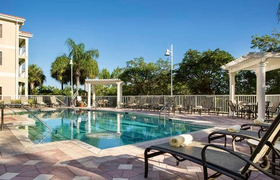 Doubletree Suites by Hilton Naples: Outdoor Pool