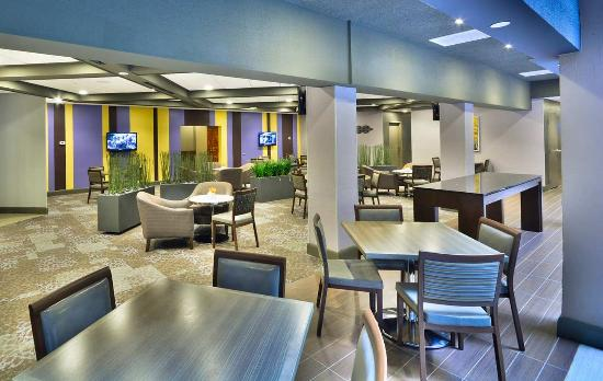 Embassy Suites by Hilton Denver Stapleton : Northfield's Seating