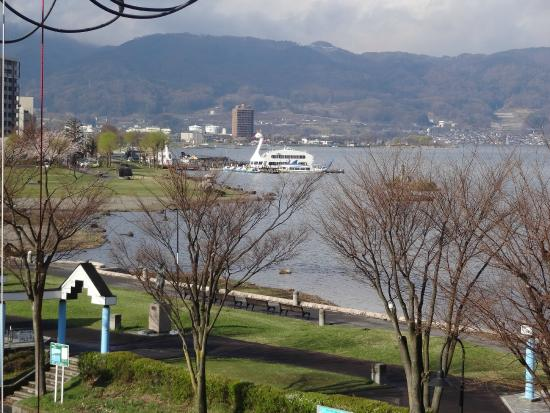 Sosennoyado Suhaku: 2階の部屋のテラスから見た諏訪湖
