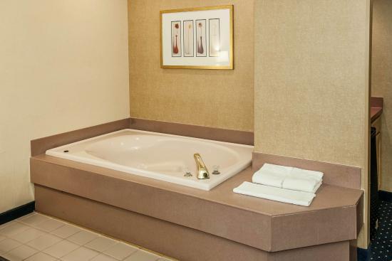 Quality Inn & Suites: INSnkj