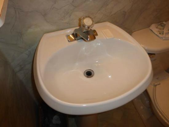 Hitching Post Motel: Pedestal sink (new) - shelf helps make it practical