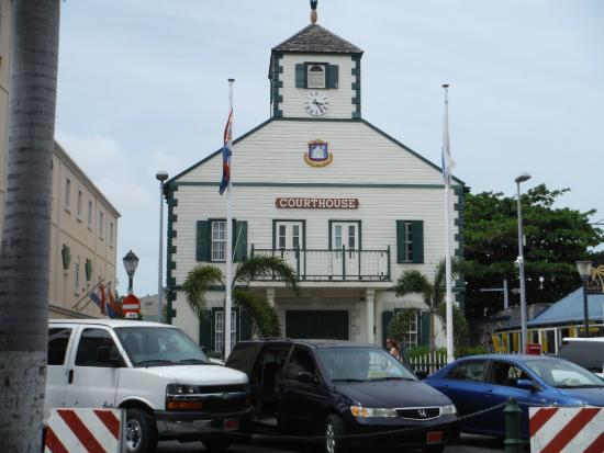 Wathey Square : The courthouse.