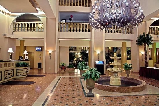 Embassy Suites by Hilton Indianapolis - North: Hotel Lobby