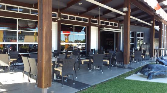 GBT - Golden Beach Tavern: Alfresco area