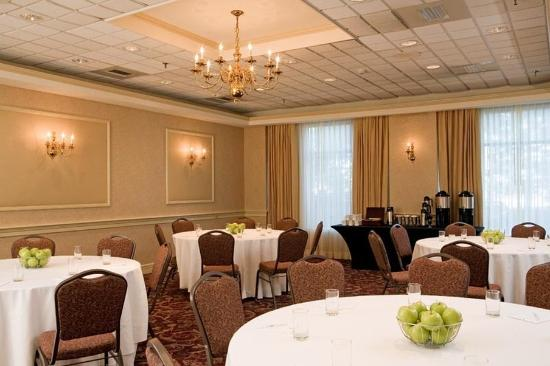 Embassy Suites by Hilton Portland Maine: Corporate Function Lo
