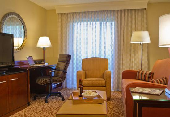 Towson University Marriott Conference Hotel: Executive Suite Living Space