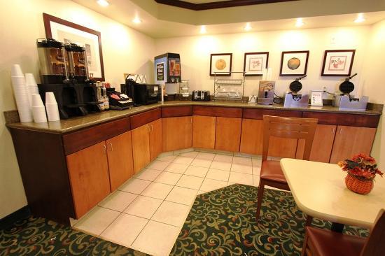 Red Roof Inn Cedar Rapids: Breakfast Area