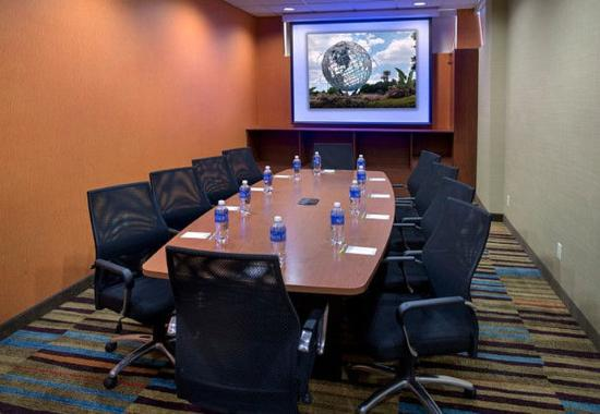 Fairfield Inn New York LaGuardia Airport / Astoria: The Landing Boardroom