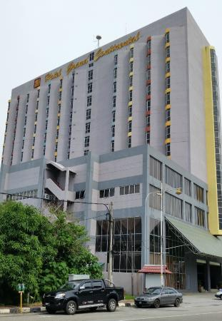 Hotel Grand Continental: Hotel Building