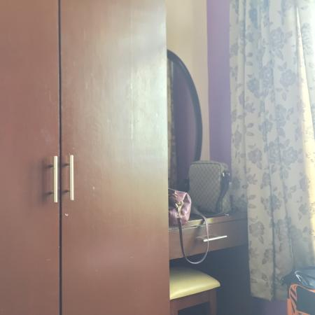 Century Suria Serviced Apartments : It looks clean but its really not......