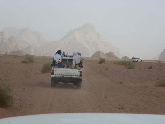 Jabal Rum Camp : Excursión en todoterreno desde el campamento