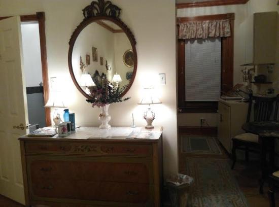 Spruce Hill Manor : room
